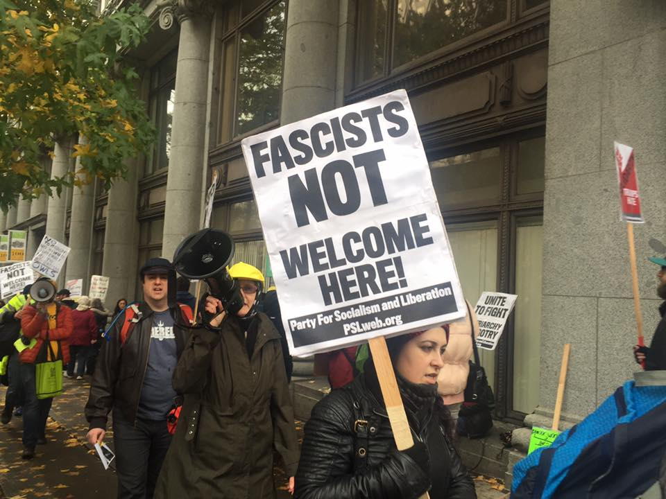 Photo of Seattle anti-fascists outnumber 3 percenters