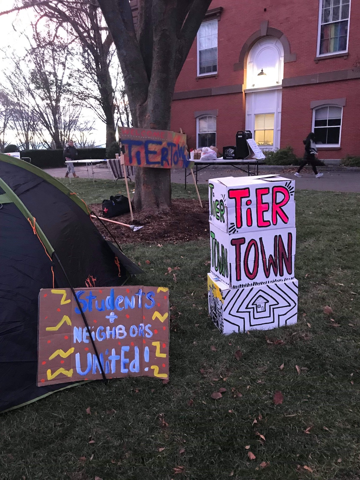 Photo of Tufts Housing League fights discriminatory housing scheme