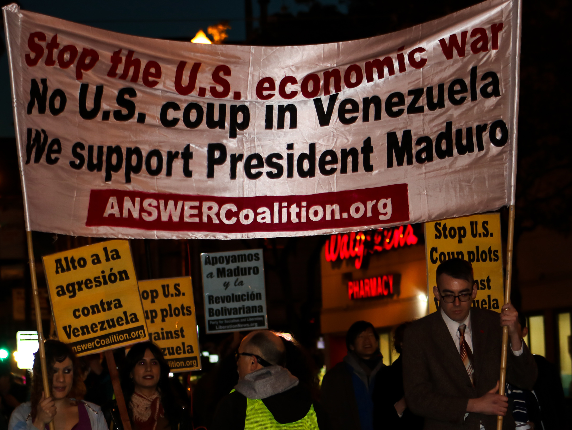 Photo of San Franciscans defy US-orchestrated coup attempt in Venezuela, support President Maduro