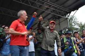 Freddy Bernal y Diosdado Cabello cerca del puente Simón Bolívar, día después de que los fascistas fueron derrotados el 23 de febrero. Foto: Gloria La Riva / Liberación
