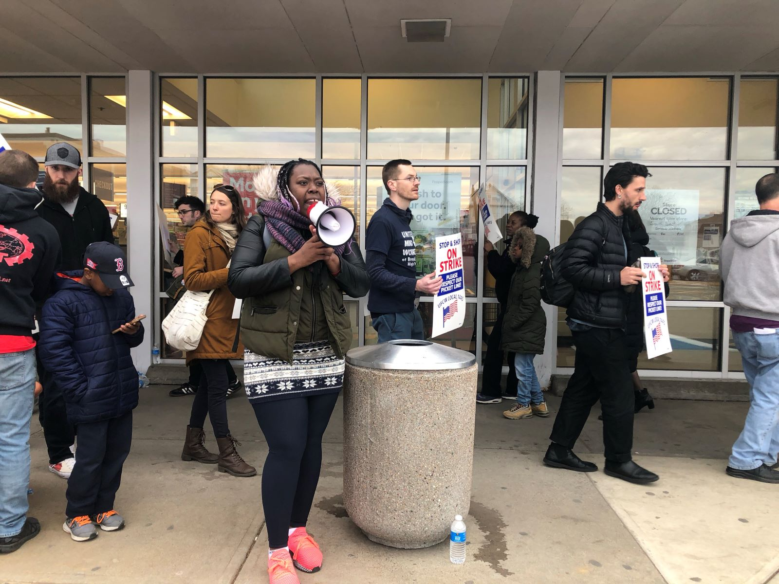 Photo of Stop & Shop strike day one: 31,000 workers walk off the job
