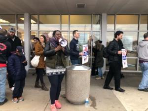 """Foto: Trabajadores de """"Stop & Shop"""" en huelga en Boston."""
