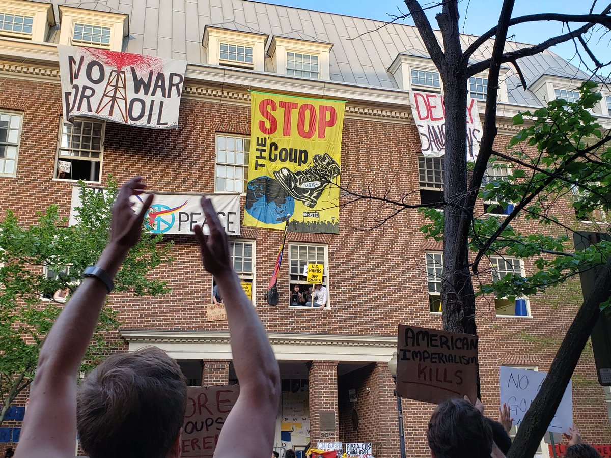 Right-wing mob countered by rally to resist siege on Venezuelan embassy protectors