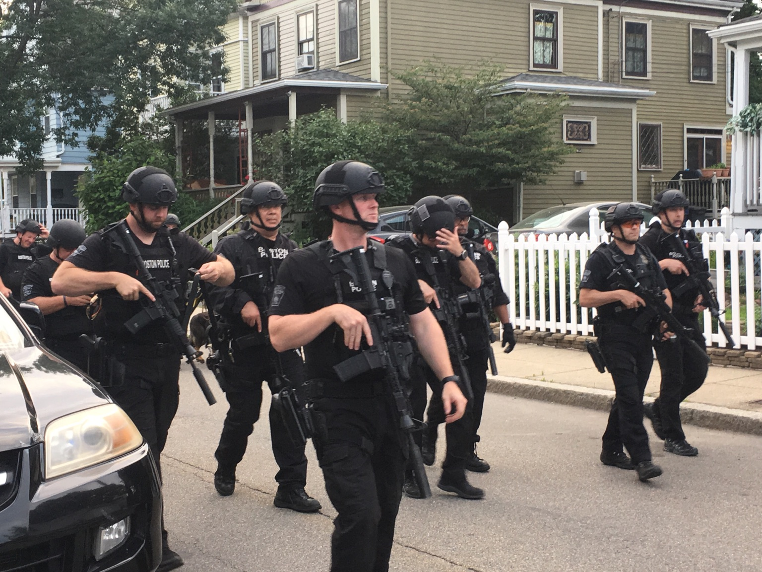 Photo of Boston police officers shoot, kill 19-year-old