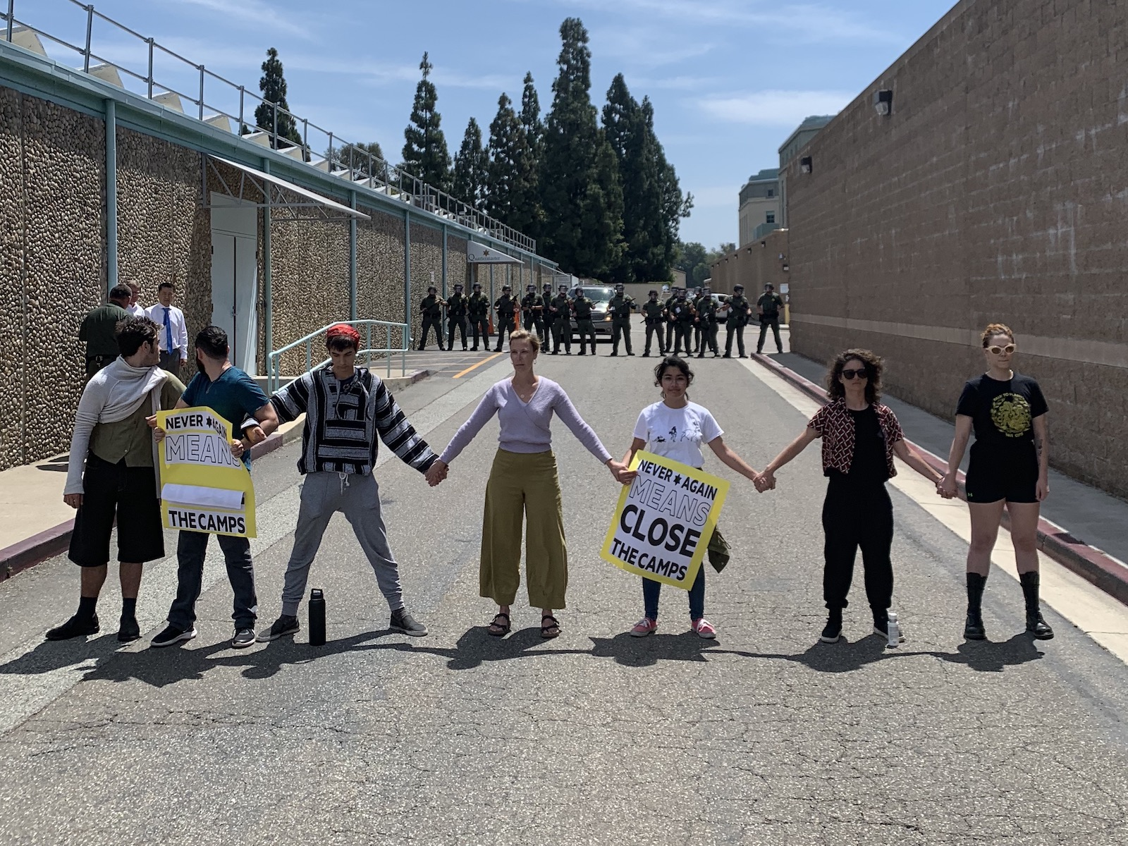 Photo of Jewish protesters stand in solidarity with detainees in S. California