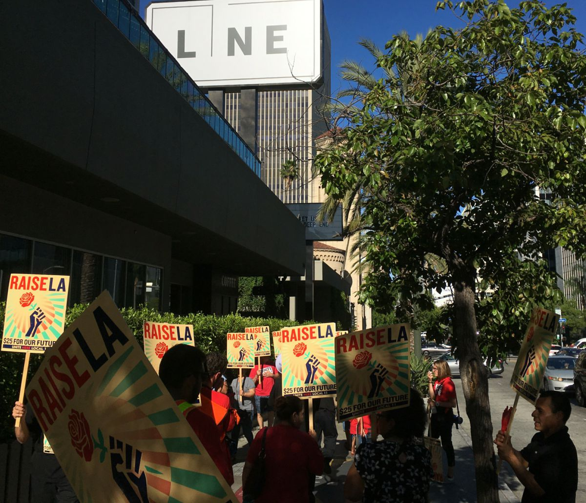 Photo of Los Angeles hospitality workers continue the fight for better wages