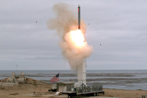 18 de agosto, prueba de vuelo de misil crucero de lanzamiento terrestre configurado convencionalmente en la Isla San Nicolas, California.| Del vídeo del DOD de Scott Howe