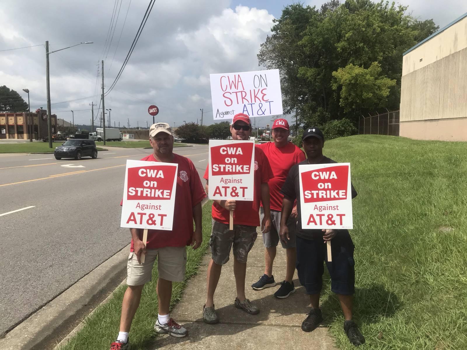 Photo of 20,000 trabajadores en huelga de CWA obligan a AT&T a volver a la mesa de negociaciones