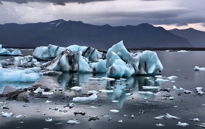 Melting glacier. Photo: Gian-Reto Tarnutzer / Unsplash