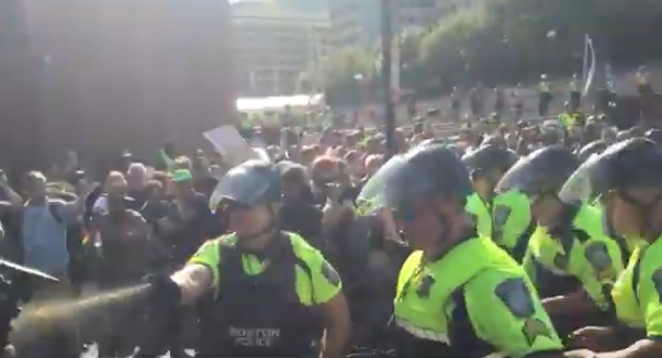 "Photo of VIDEO: ""Straight Pride"" hate parade leads to police riot in Boston"