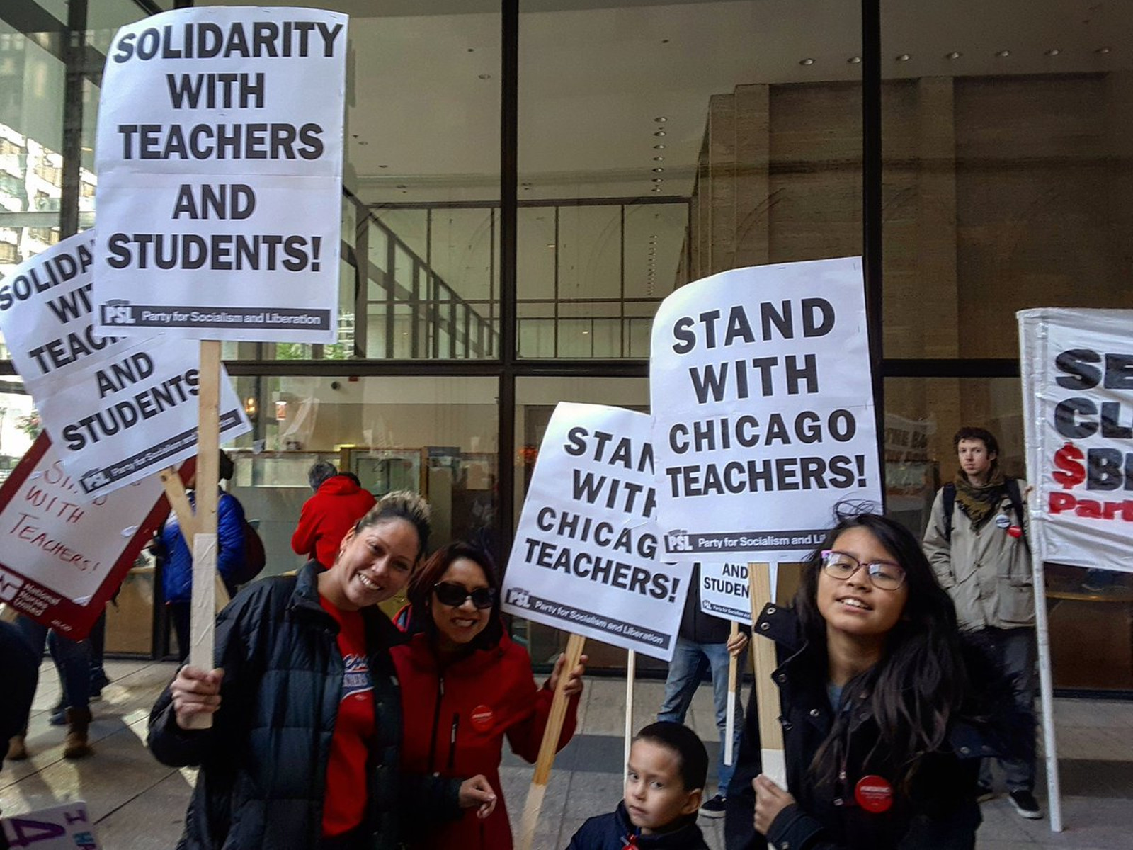 Photo of Chicago teachers prepare to strike