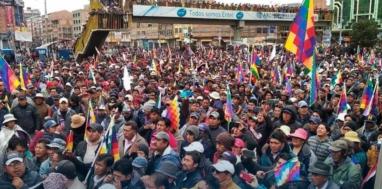 Nov. 11 mass protest against the coup at Universidad Publica de El Alto. Photo: Twitter/amandaasubiar, Twitter/UpeaAlDia