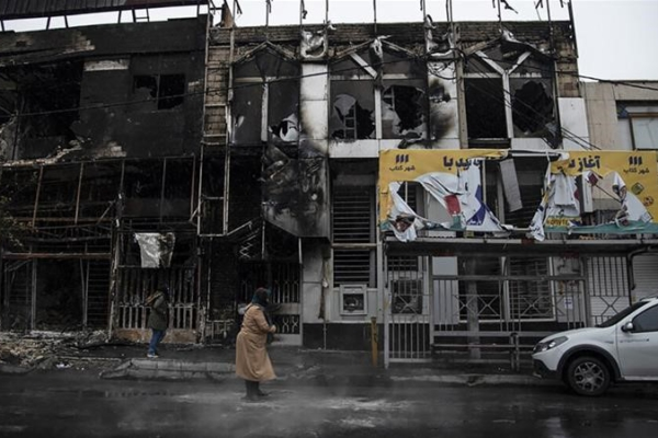 Two buildings burned in the city of Karaj, Nov. 17. Photo: Press TV
