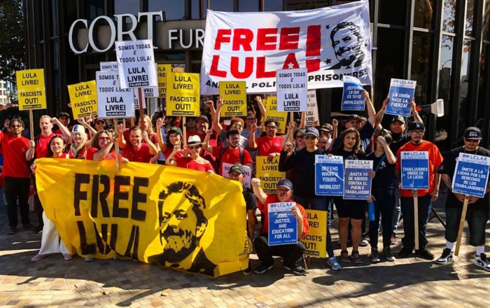 Lula's supporters, including PSL members, at a demonstration demanding his freedom outside the Brazilian consulate in Los Angeles. Photo: Ben Huff.