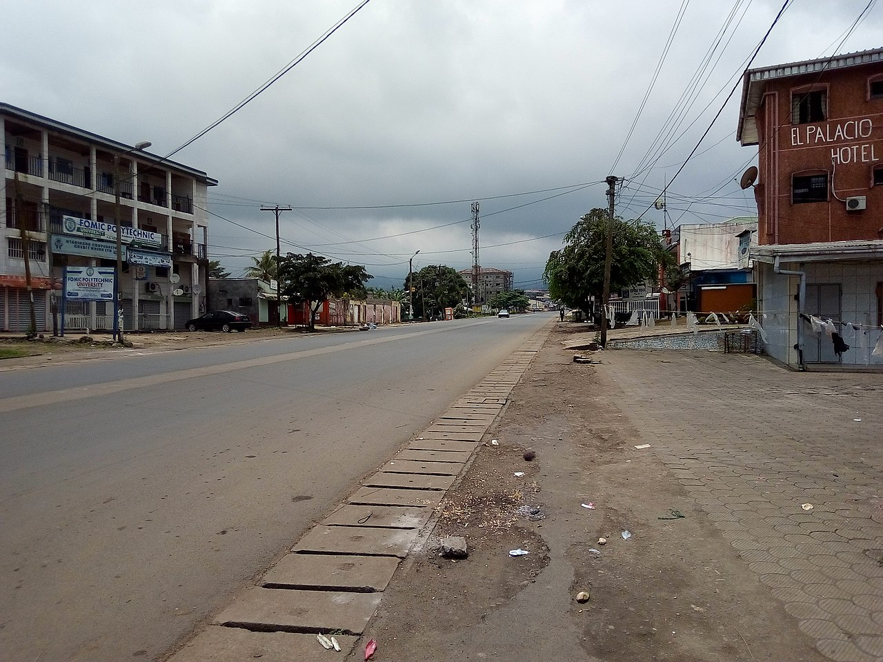 Street of Buea (SW Region Cameroon) on a Ghost town day. Photo: DrAgach, CC-BY-SA-4.0