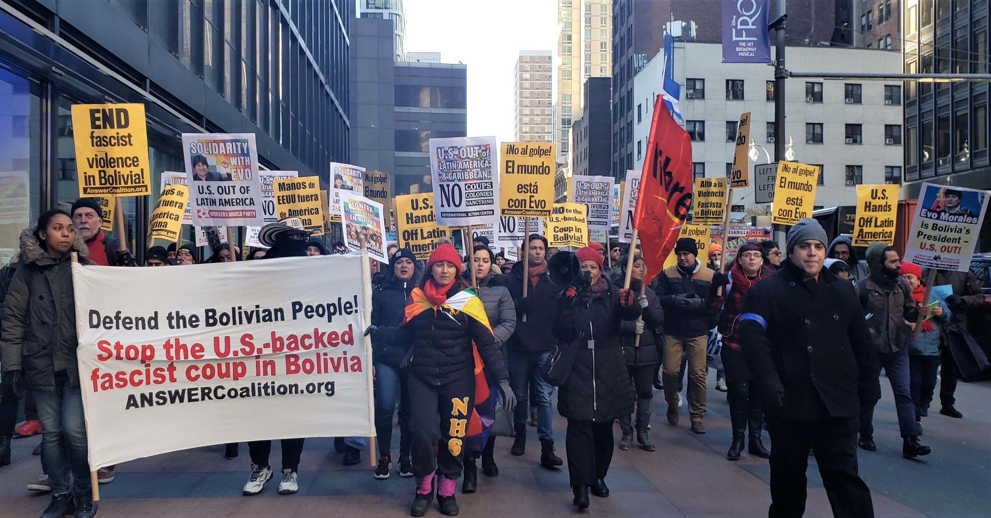 Photo of Cientos de personas se manifiestan en Nueva York contra el golpe de derecha en Bolivia