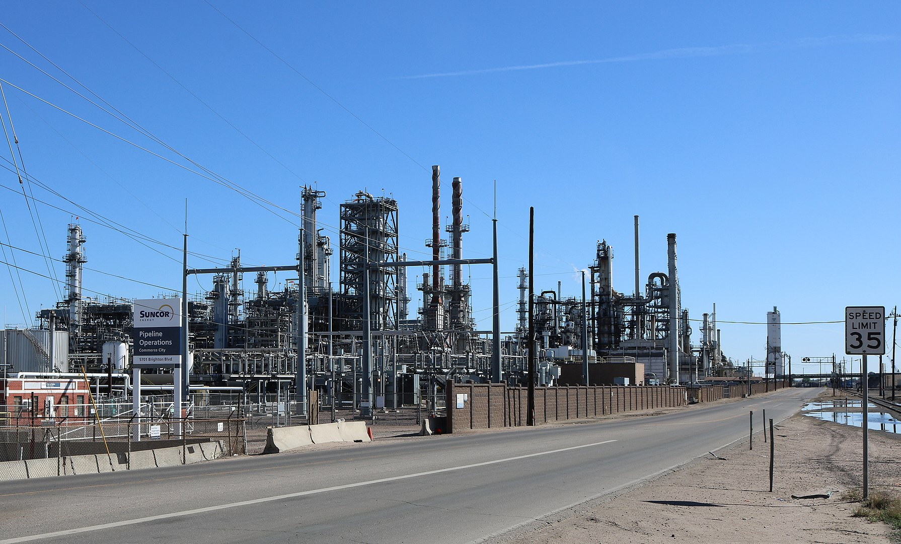 Photo of Denver refinery poisons surrounding community