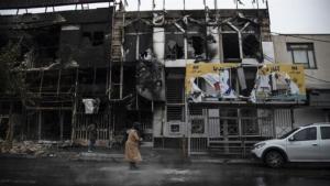 Dos edificios quemados en la ciudad de Karaj, el 17 de noviembre. Foto: Press TV