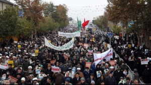 La gente marcha en apoyo de la República Islámica y contra la campaña de sabotaje, el 22 de noviembre, en la ciudad nororiental de Mashhad. Foto: Hamshahri