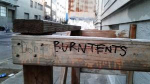 Grafiti contra los pobres en un callejón de San Francisco. Foto: Erika Hidalgo