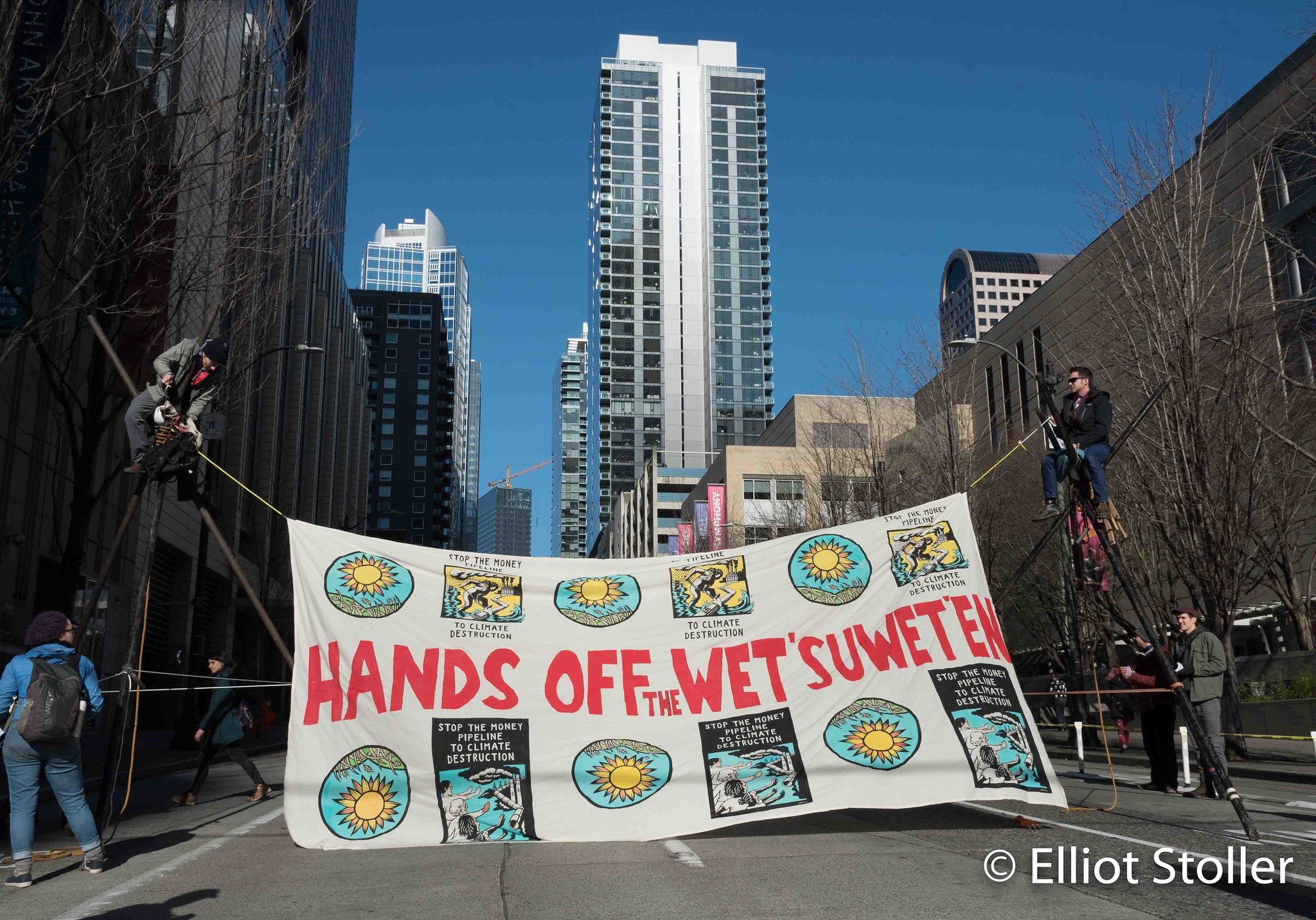 Solidarity with Wet'suwet'en shuts down Canada