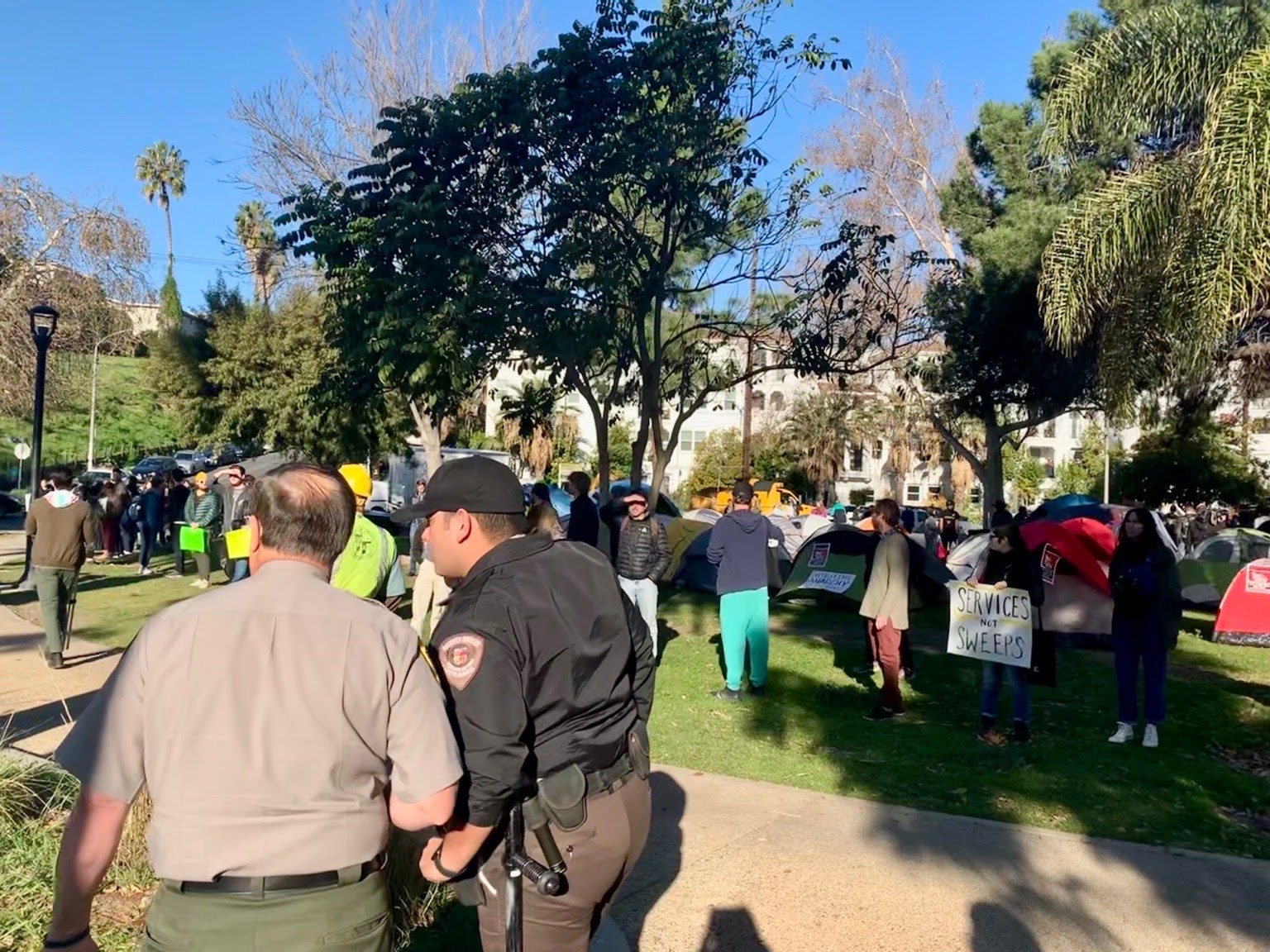 Photo of Los Angeles activists and unhoused residents halt sweep in Echo Park