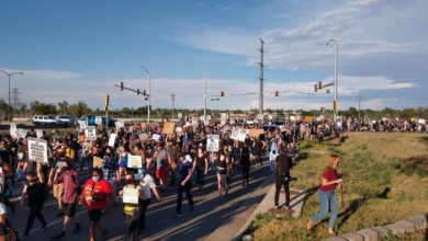 Photo of Thousands march for Elijah McClain, massive community blockade of police station ensues in Aurora, CO