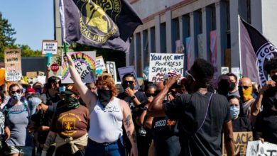 Photo of Thousands gather in Martinez to condemn white supremacy and police brutality