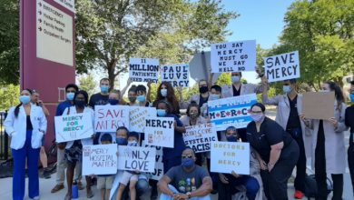"Photo of ""Save Mercy"" rally protests hospital closure in Chicago"