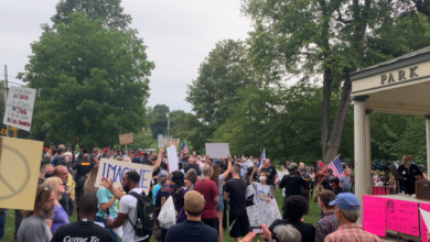 Photo of Anti-racist rally stands strong in face of right-wing mob in Berkeley Springs, West Virginia