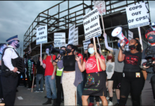 Photo of Chicago counter-protest disrupts pro-police rally