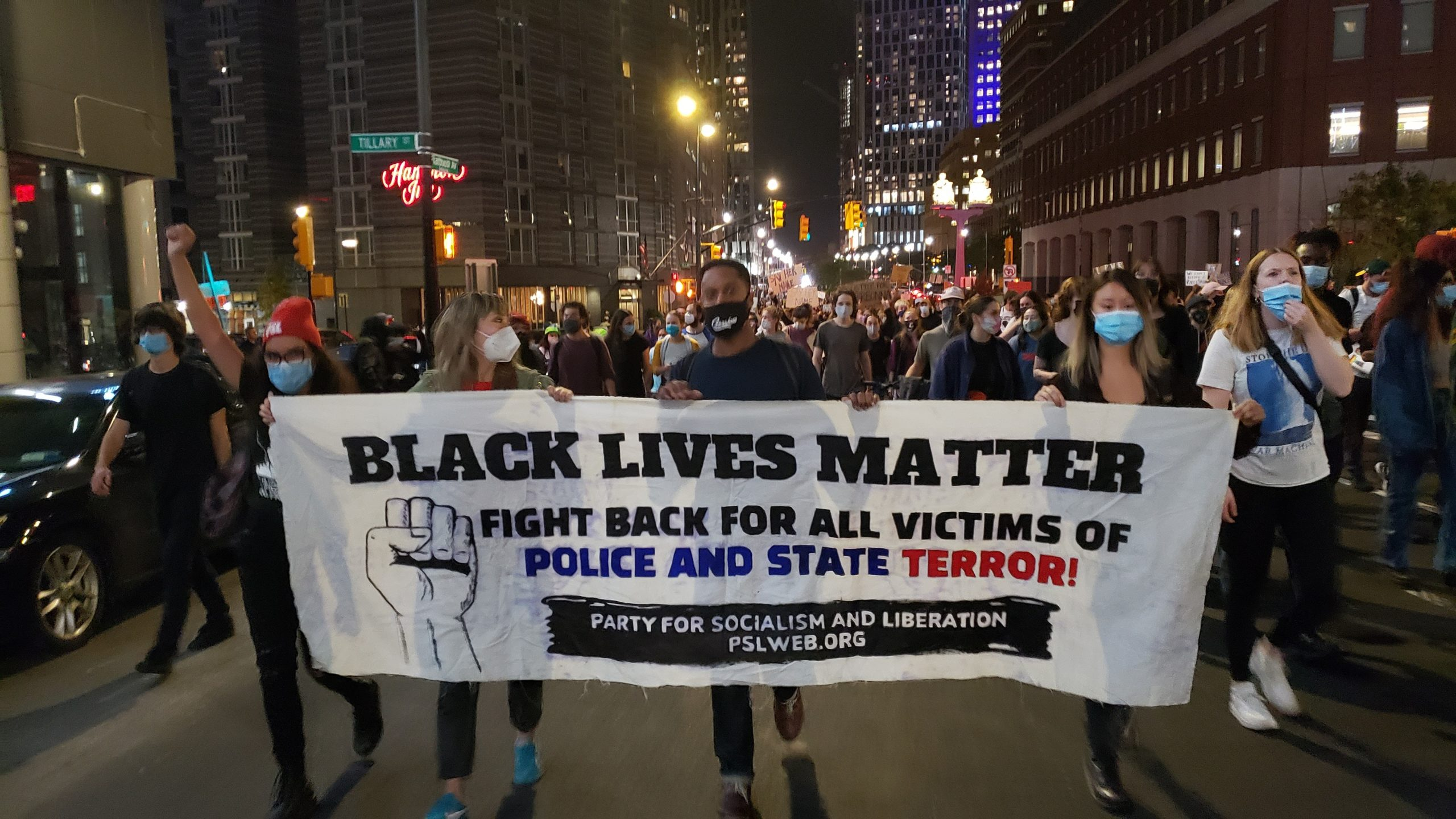 Photo of Thousands in Brooklyn march hours after Breonna Taylor grand jury decision