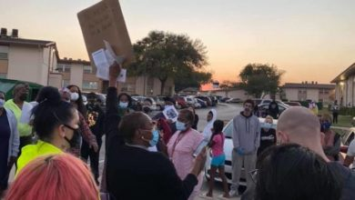 Photo of Dallas tenants stop an eviction, demand housing rights