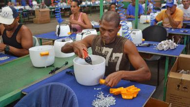 Photo of Cuba da la bienvenida al 2021 en victoria, introduce nueva política monetaria