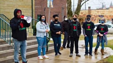 Photo of Michigan high school students fight attacks on BLM mural
