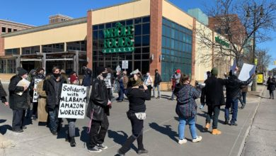 Photo of Detroit workers rally in support of Amazon unionization efforts