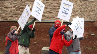 Photo of Oregon Tech professors' union holds state's first public university faculty strike