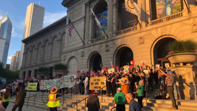 Art Institute of Chicago Workers United held a rally outside the Art Institute of Chicago in support of unionization efforts. Liberation photo